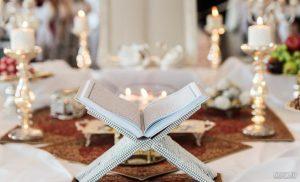 قاب و قرآن سفید با حاشیه رنگی